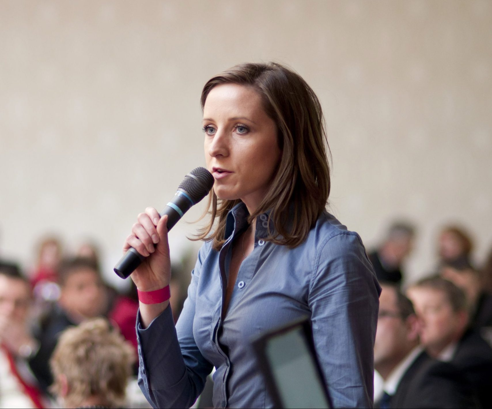 woman speaking into a microhphone.